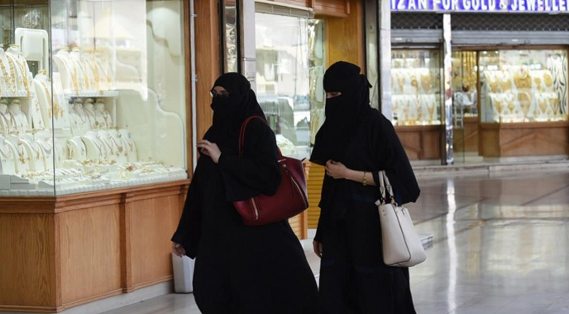 Muslim woman dragged by Hijab in London shopping area