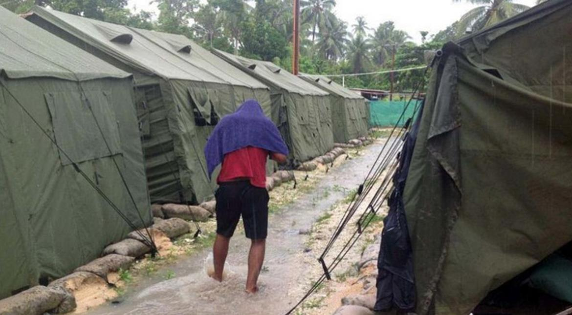 Asylum seekers riot at Papua New Guinea detention camp