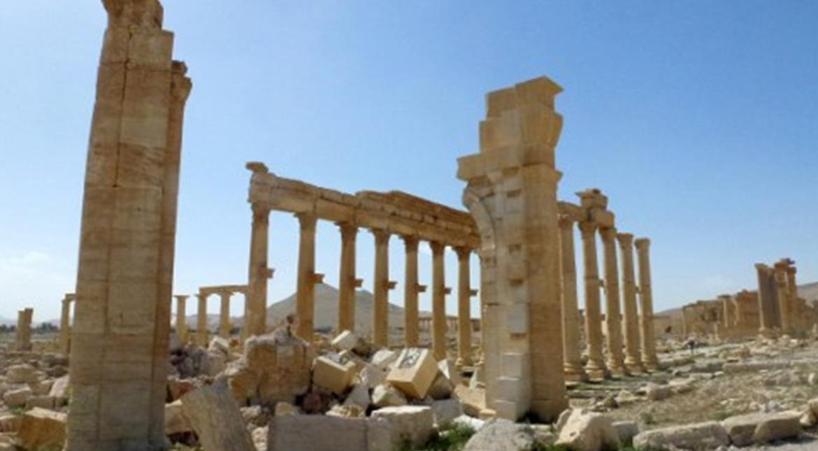 Suspected gas attack near IS-held Palmyra: Monitor