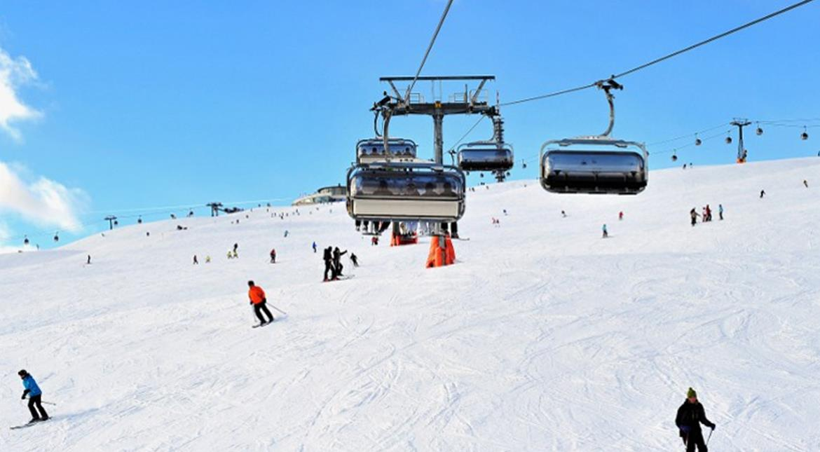 130 stranded skiers rescued from Italian resort