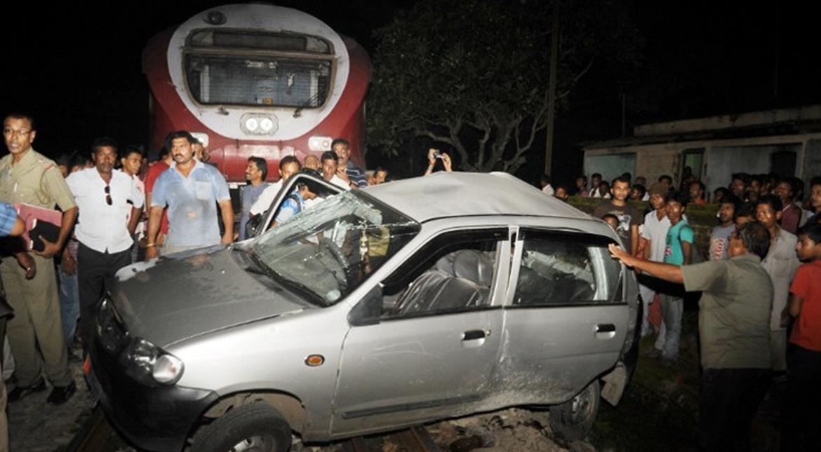 India: 3 killed, 7 injured after car runs over pedestrians in Bengal