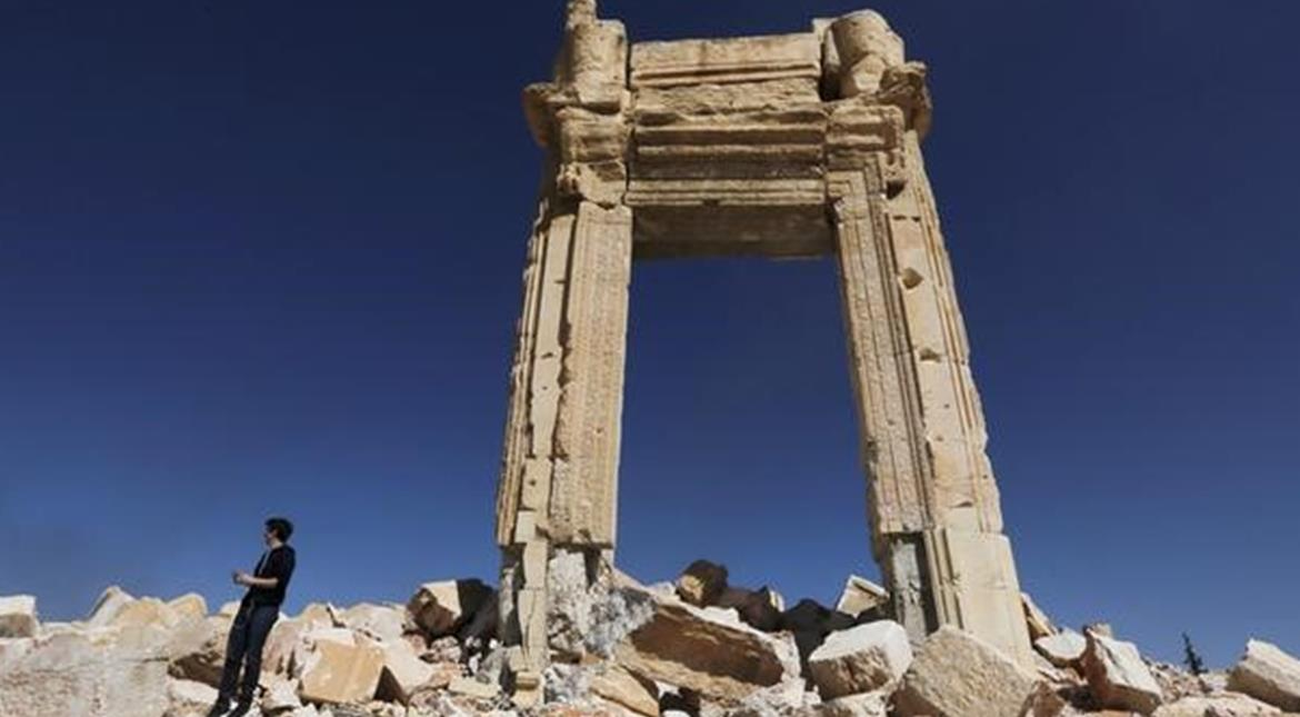 Islamic State fighters 're-enter' ancient Palmyra in Syria after heavy fighting