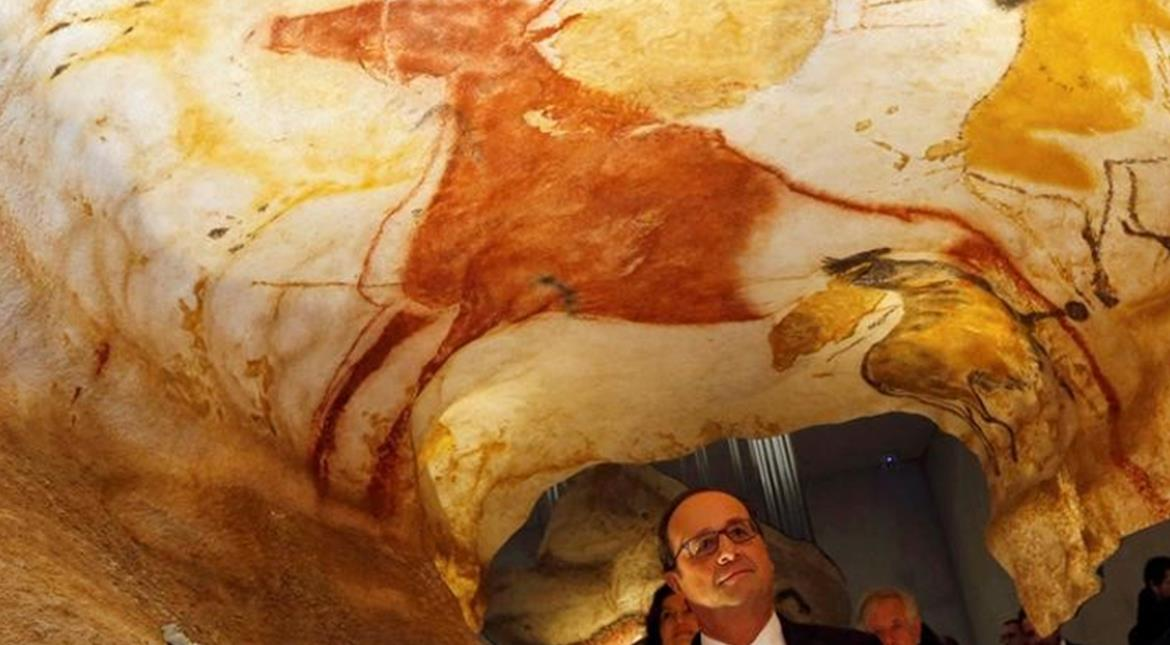 France's Hollande opens replica of Lascaux prehistoric art caves