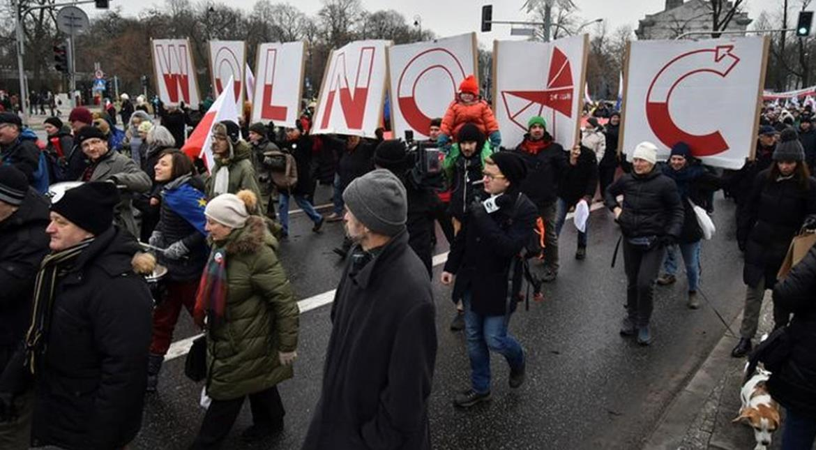 Poland's political standoff spills into fourth day