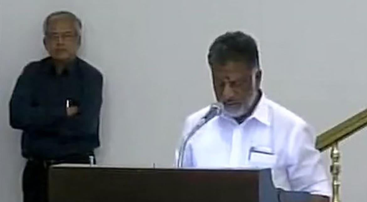 India: Jayalalithaa's trusted aide Panneerselvam sworn in as new chief minister