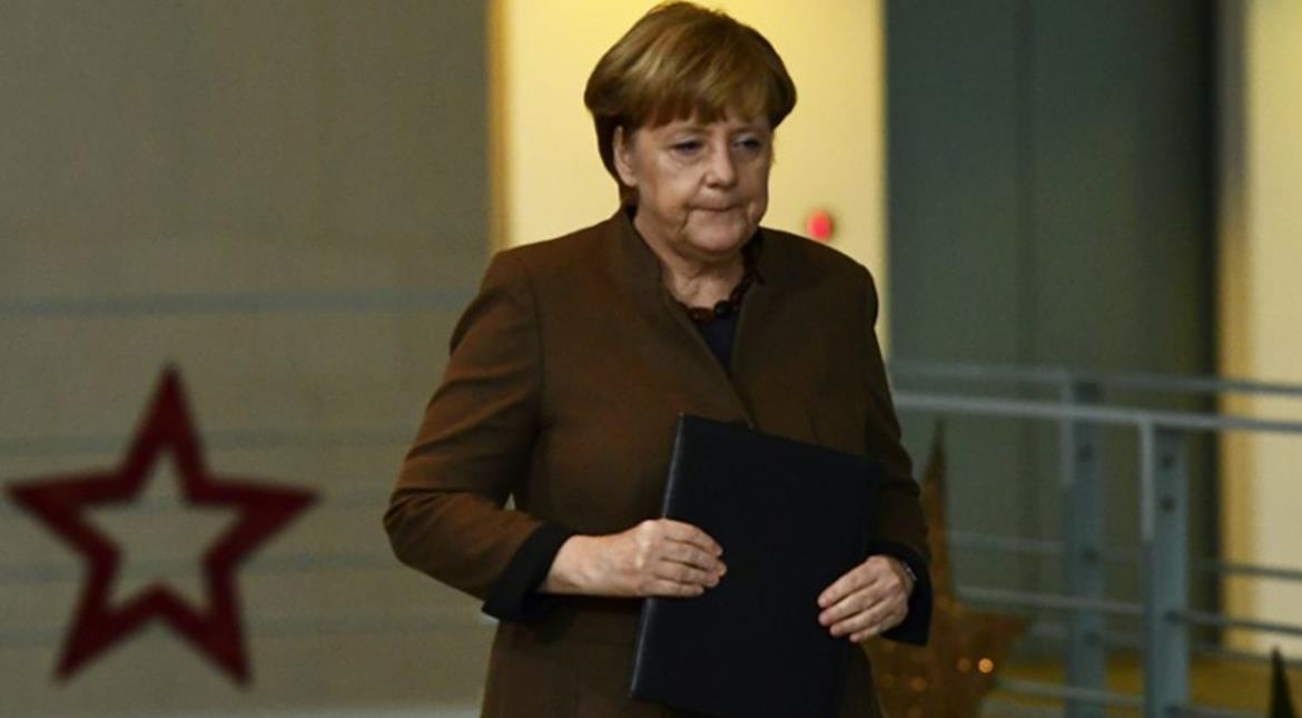 Berlin market attack: Angela Merkel orders review of 'what went wrong'