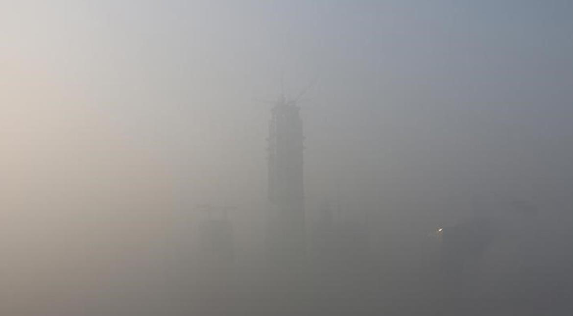 Heavy smog in China cancels hundreds of flights, shuts highways