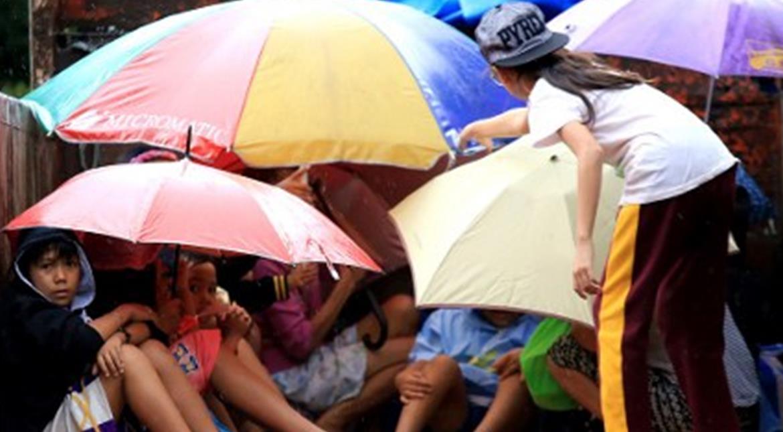 Typhoon Nock-Ten pounds eastern Philippines