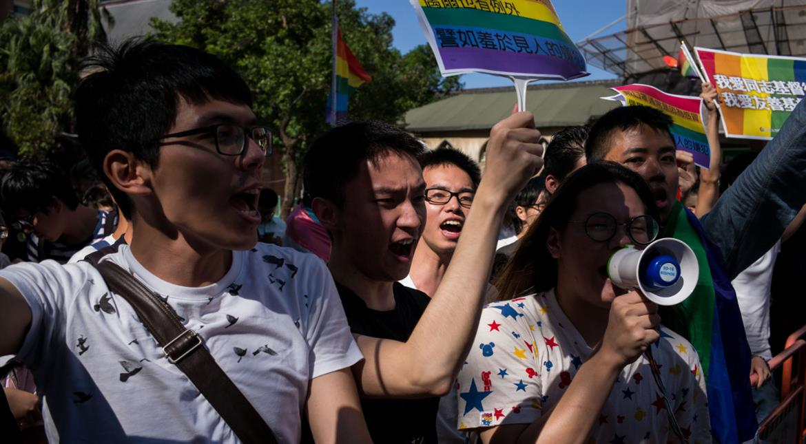 Taiwan passes first draft of marriage equality bill