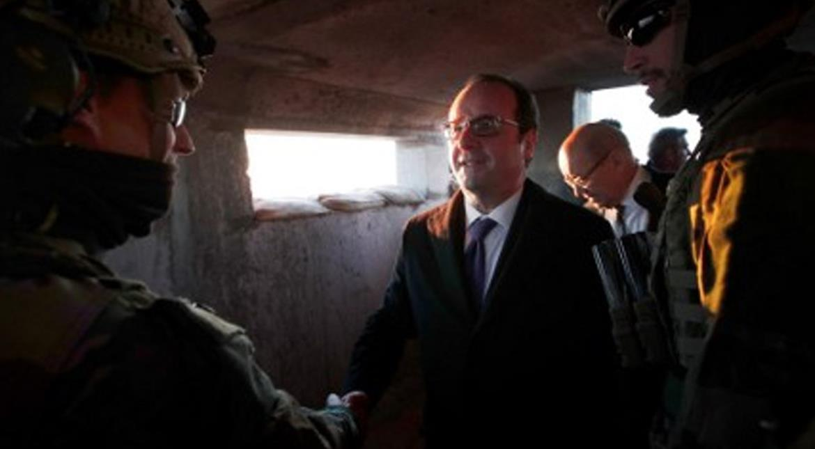 French President Hollande meets Iraq's PM, vows to defeat IS