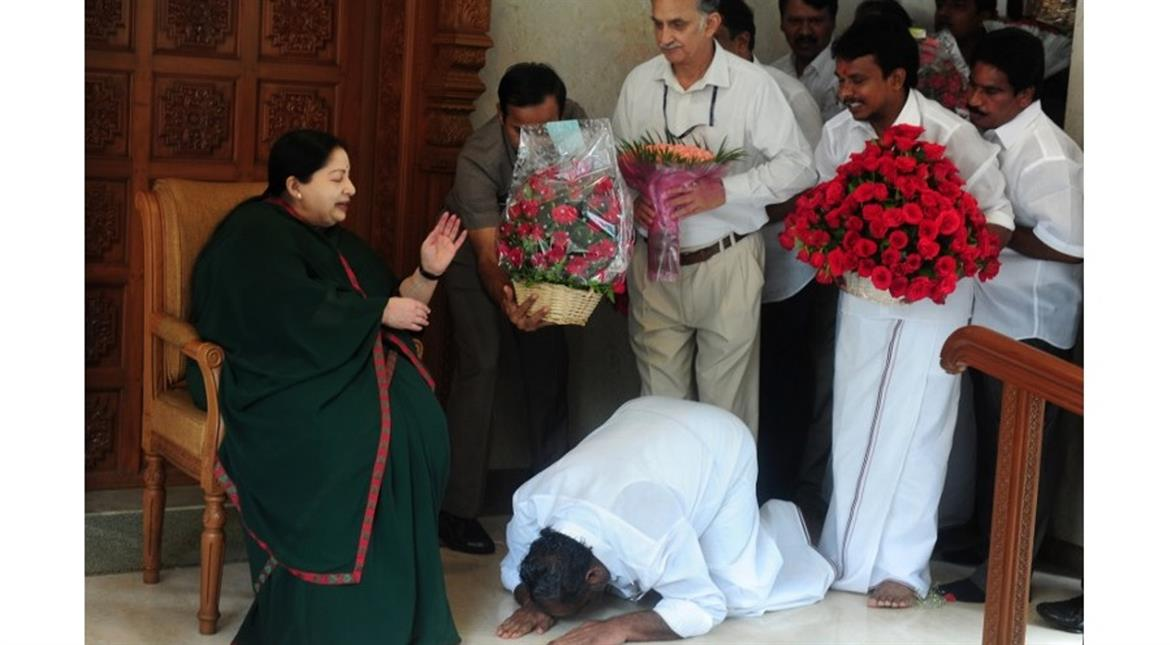 Indian politician Jayalalithaa remains on life support as scuffle breaks out