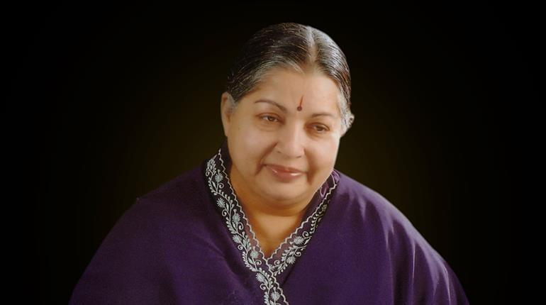 Panneerselvam breaks down as PM pays floral tributes to Jaya