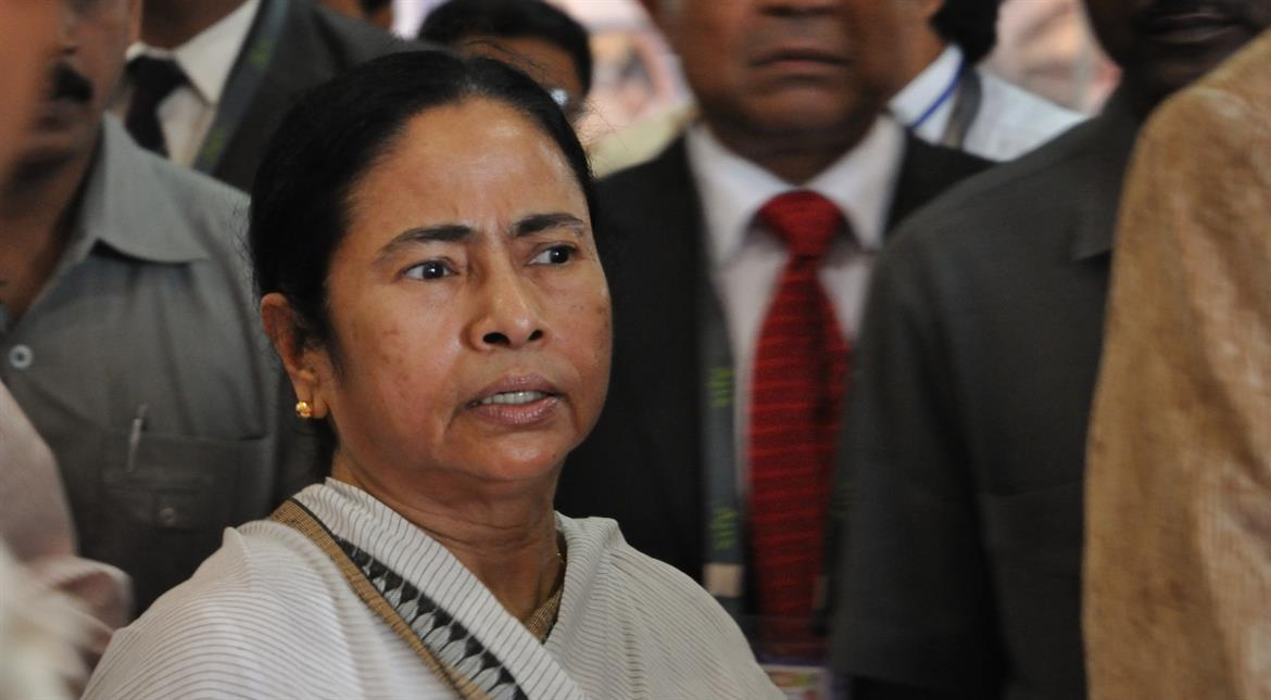 Complaint against government not Indian Army: Mamata's word war with defence minister