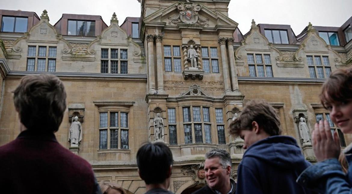 Oxford University students to use gender neutral 'ze' instead of he or she