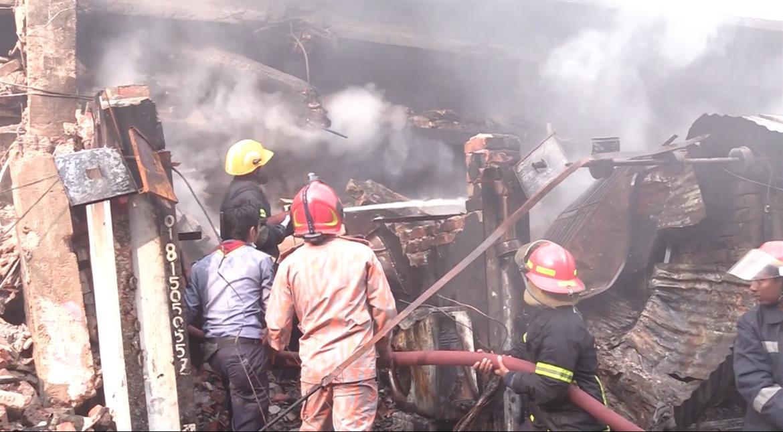 Bangladesh: Fire at Dhaka wholesale market guts hundreds of shops