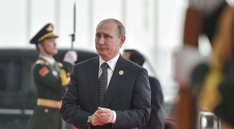 Trump praises 'very smart' Putin for holding back amid hacking row