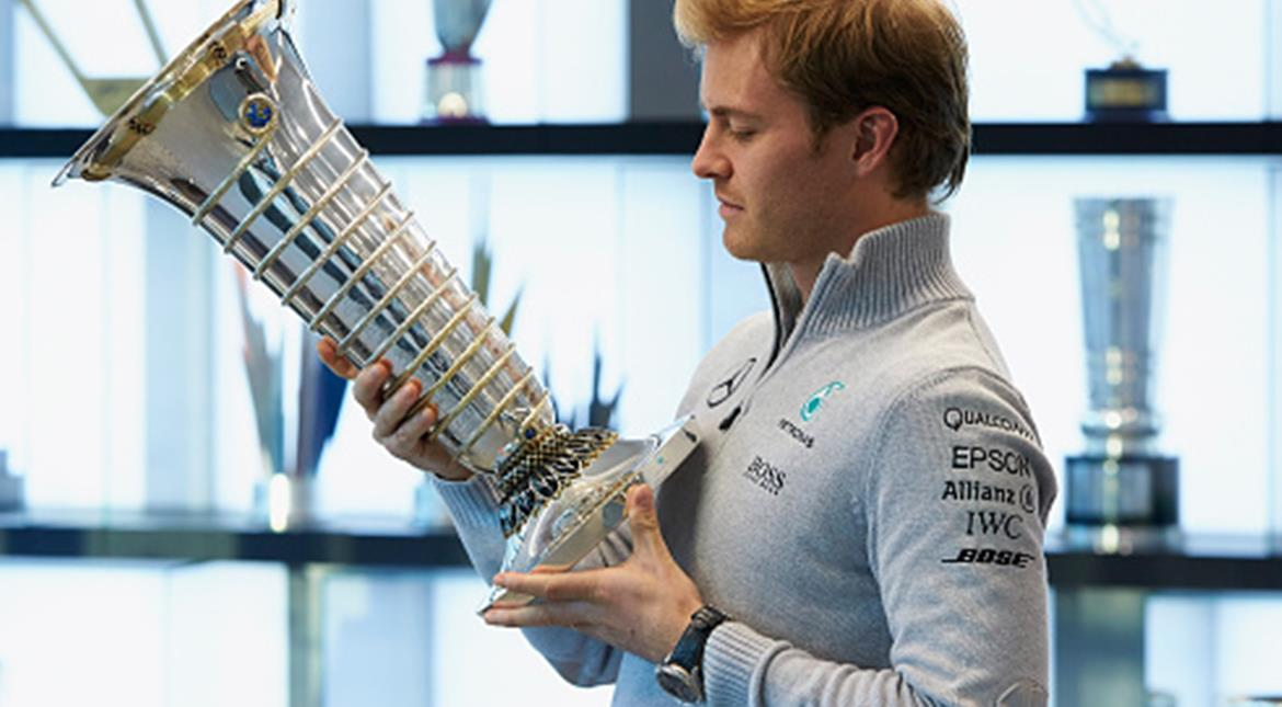 Mercedes will not name Rosberg's successor until January
