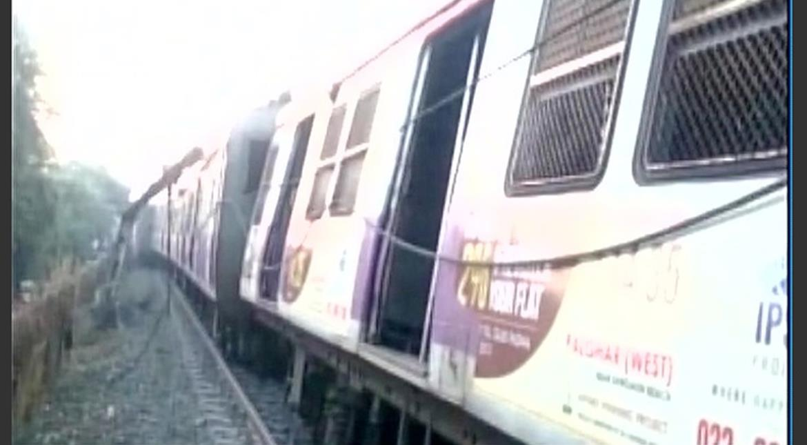 Mumbai: Five coaches of local train derail, no injuries reported