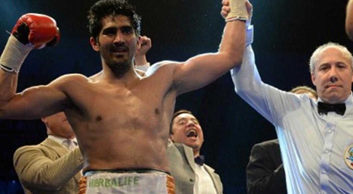 Vijender Singh knocks out Cheka, retains title